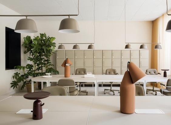 decoralinks | Oficinas de ADEspaña pintadas en arena y con detalles en terracota