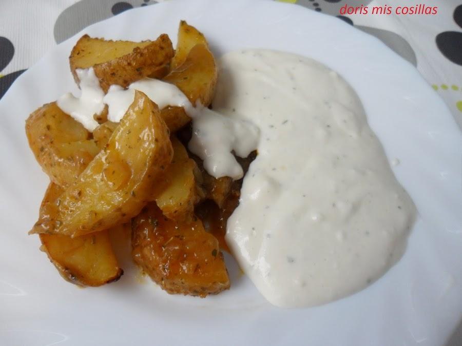 Patatas deluxe o gajo al horno con salsa de yogur