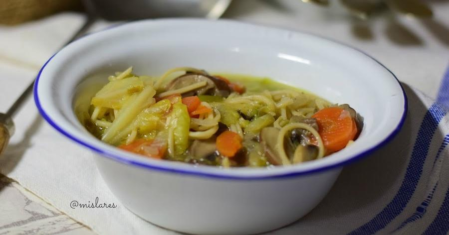 Noodles o fideos con vegetales