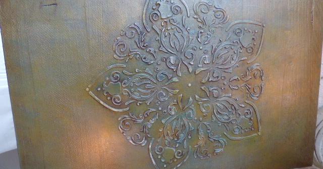Decoraciones en relieve sobre madera