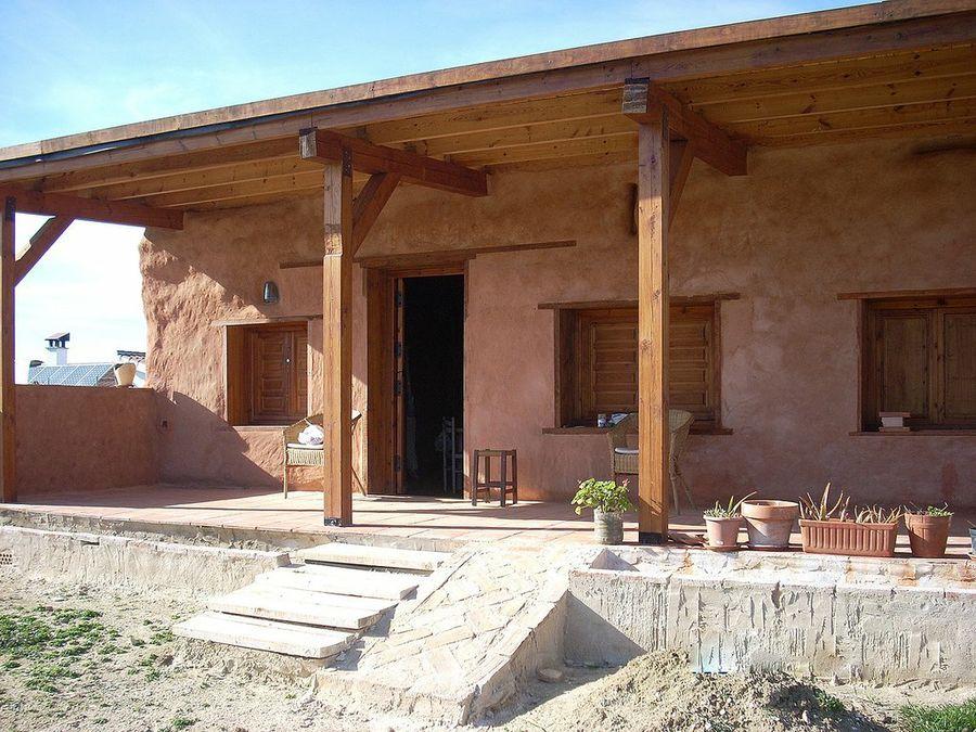 Construcciones sostenibles: una casa con balas de paja. ¿Cómo se hace?