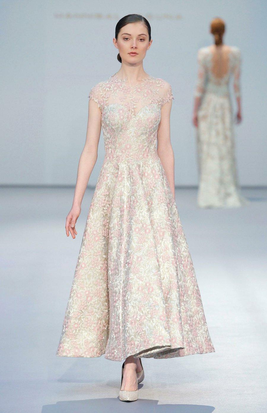 Perfecta con un vestido de novia vintage | Bodas