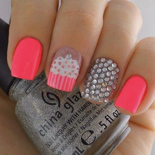 20 divertidos diseños para decorar tus uñas cortas | Belleza