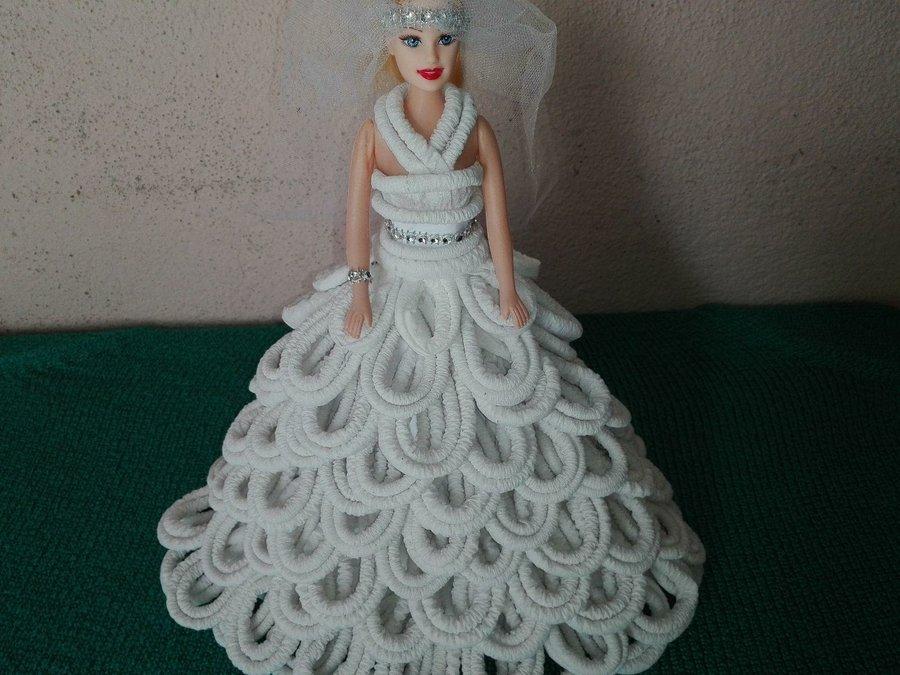 vestido de muñeca elaborada con papel higiénico | manualidades
