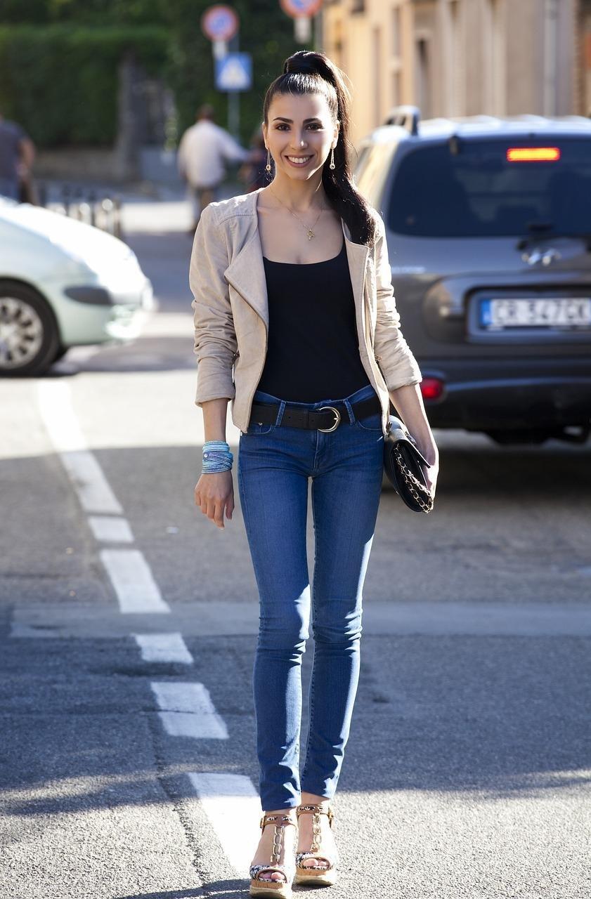 119f23560af Cómo llevar jeans a la oficina y lucir con mucho estilo. Una parte de mi  trabajo ...