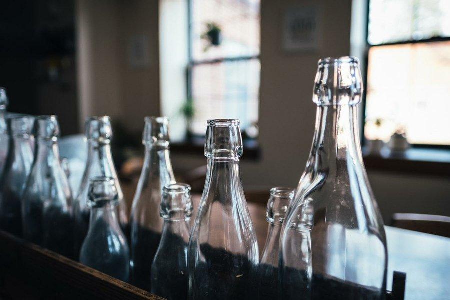 c4cdcf674e7cd 18 lámparas para hacer a partir de tus botellas de vidrio