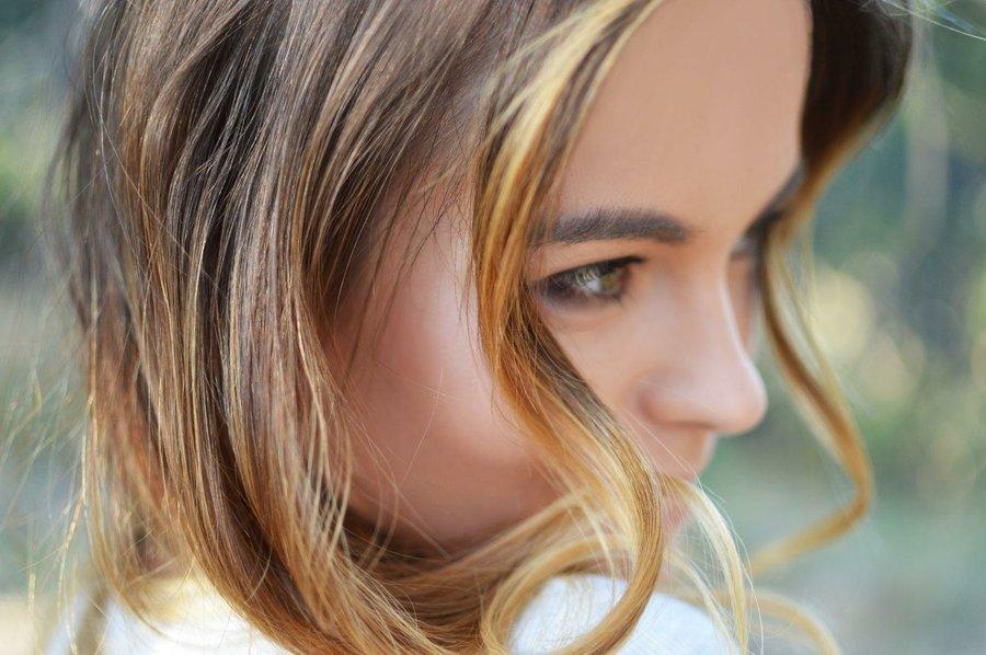 Cortes de cabello rizado para cara ovalada