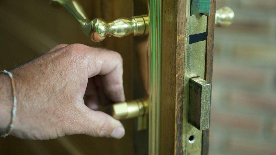 Sustituir el bomb n de la cerradura bricolaje for Bombin de puerta