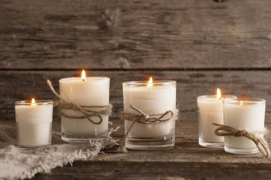 30 ideas para decorar tu casa con velas decoraci n for Decorar jarrones con velas